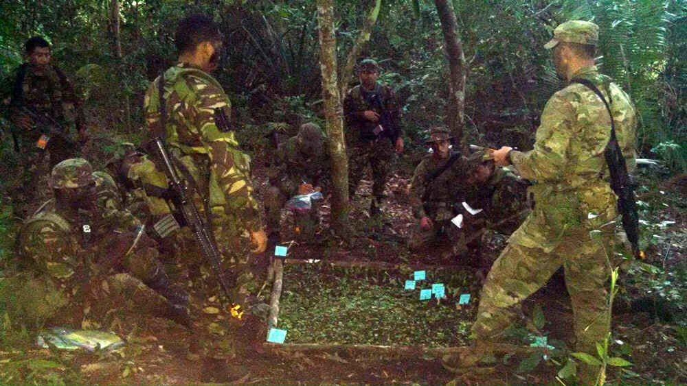 1LT Kenrick Cormier (right) teaches battle drills during the Belize Defense Force's 2017 Jungle Warfare Instructor Course held in Belize's Chiquibul rainforest. Photo courtesy Belize Defense Force